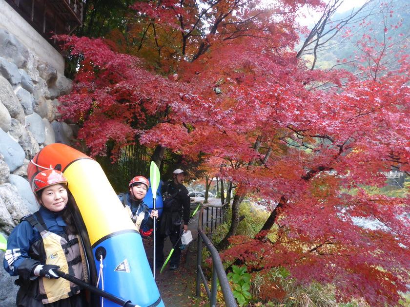 雨の紅葉もなかなかいいものです!パックラフト御岳ツアー001