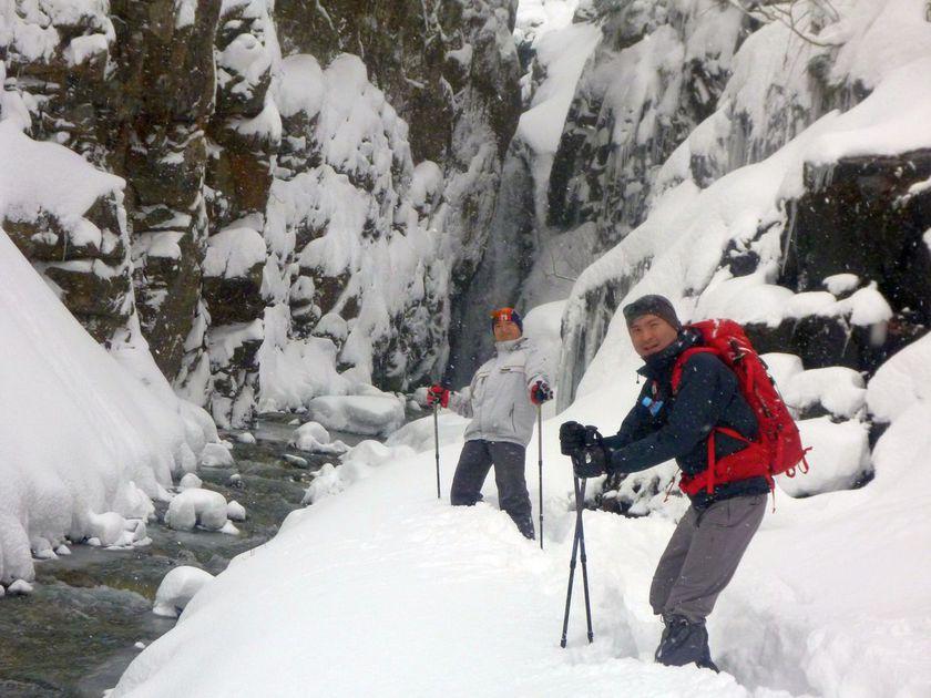 フカフカの新雪の中をハイキングして来ました。001
