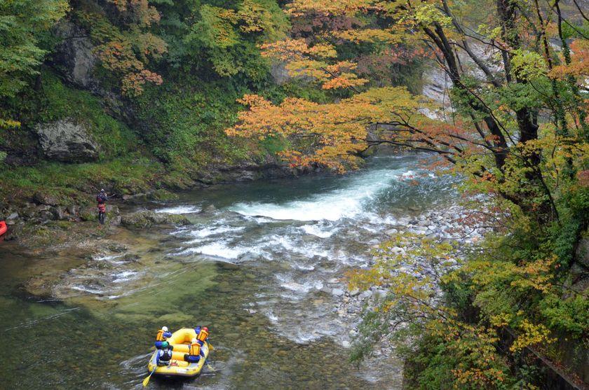 利根川の渓谷も紅葉がキレイに!001