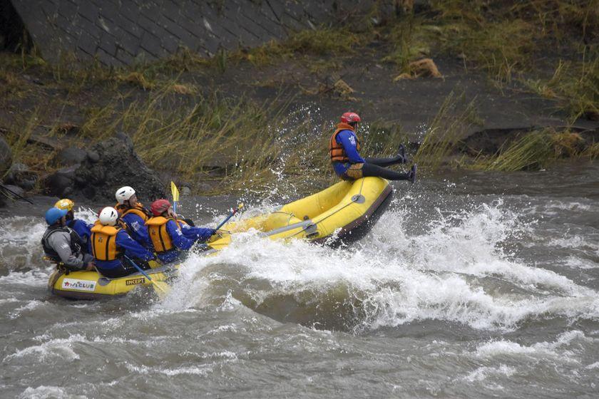 2017漕ぎ収めは利根川ラフティングでした001