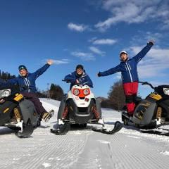 雪の上も楽しいね~♪スノーモービルツアー開催中!