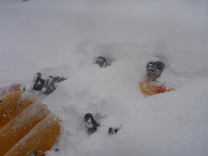 滑って埋もれて!?半日エアーボードで雪遊び!003
