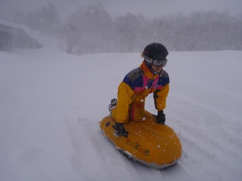 滑って埋もれて!?半日エアーボードで雪遊び!002