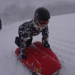 滑って埋もれて!?半日エアーボードで雪遊び!