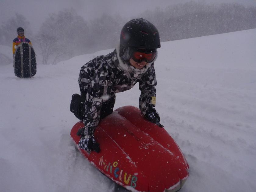 滑って埋もれて!?半日エアーボードで雪遊び!001