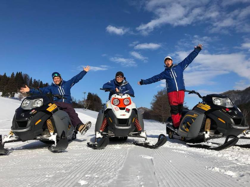 雪の上も楽しいね~♪スノーモービルツアー開催中!001
