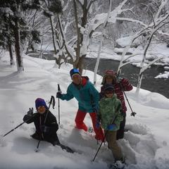 珍しい景色の中でスノーシュー半日ツアー