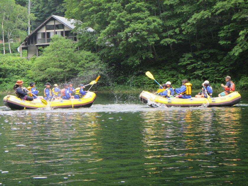 小学生と湖でラフティング!002