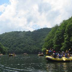小学生と湖でラフティング!