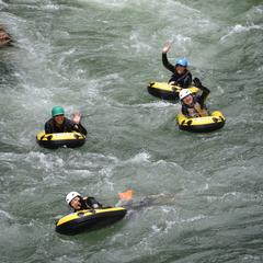 川で自由自在に動けるハイドロスピード!