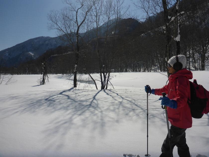 快晴のみなかみ町で雪上ハイキングを楽しもう002