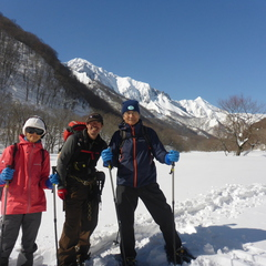 快晴のみなかみ町で雪上ハイキングを楽しもう