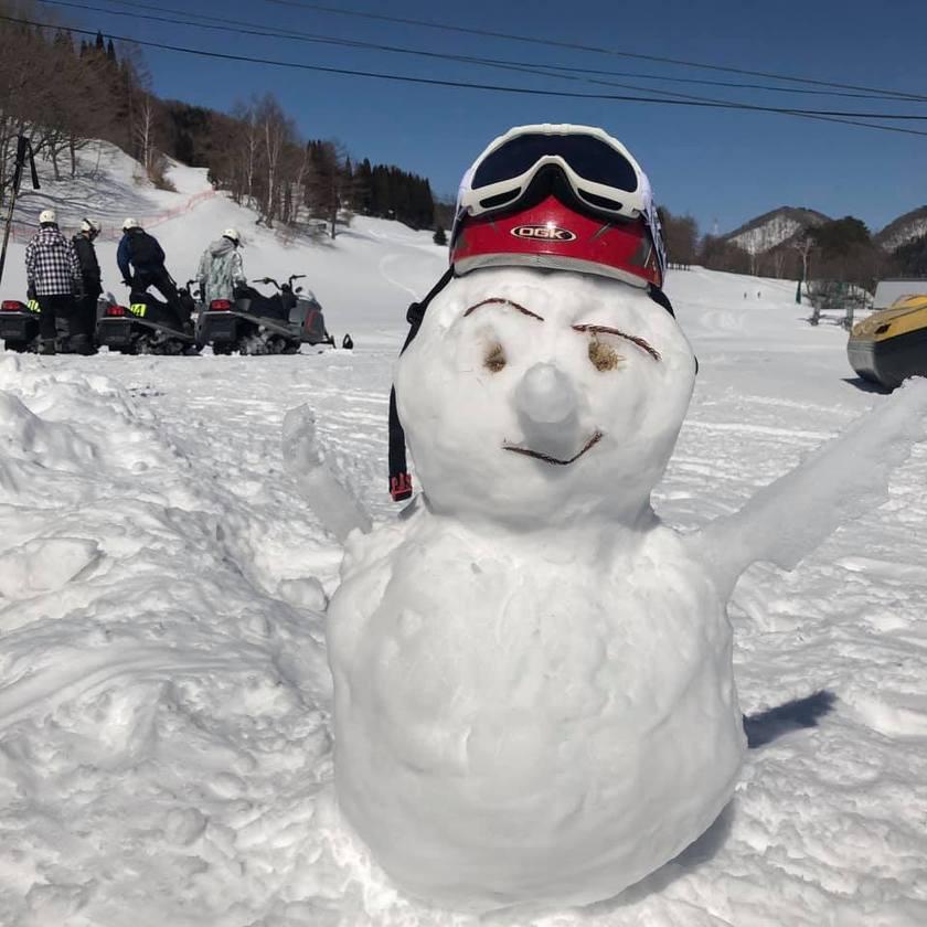 絶景の雪景色が広がる苗場のモービルコース002