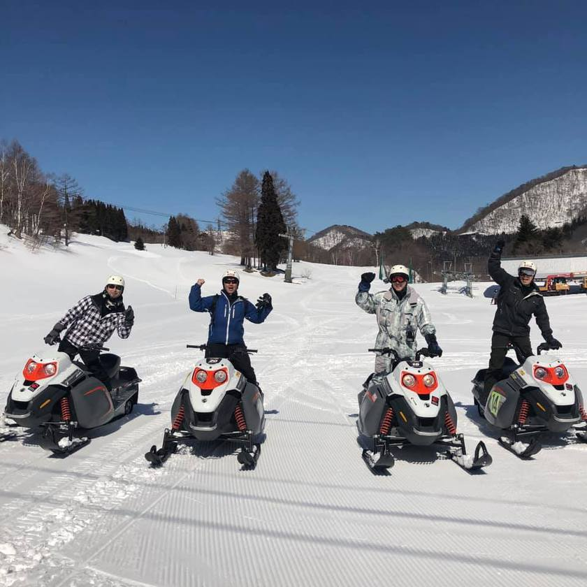 絶景の雪景色が広がる苗場のモービルコース004