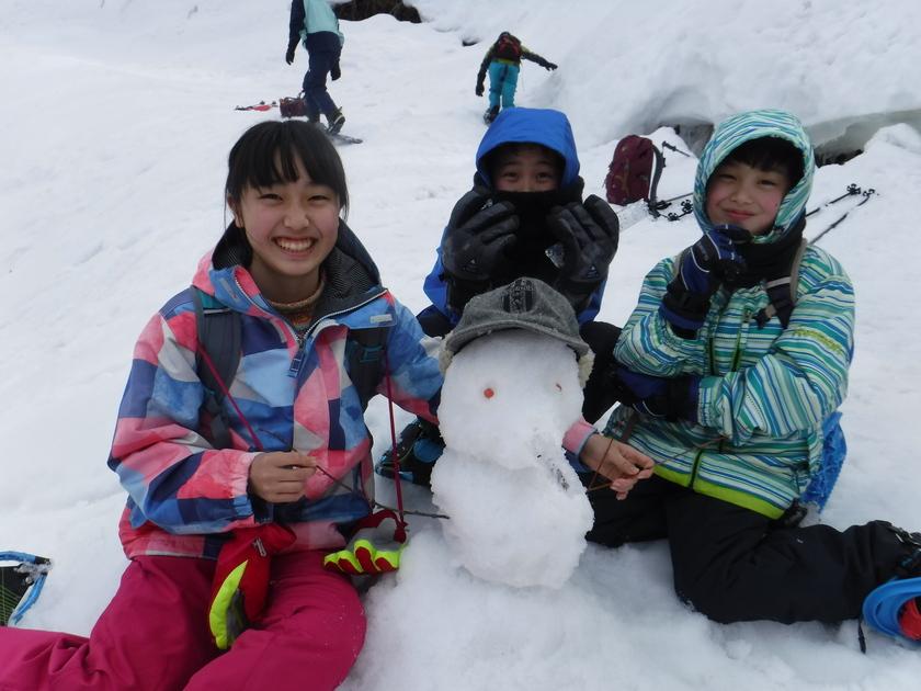 天気は曇りでも、スノーシューで遊べば心は晴れ!!001