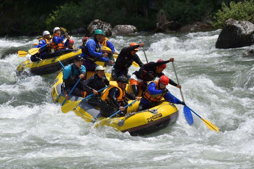 Let's enjoy rafting!001