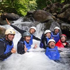 滝に打たれて身も心もリラックス!