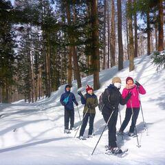 家族みんなで冒険気分でハイキング☆スノーシュー半日ツアー
